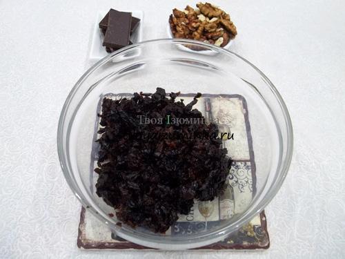 Конфеты чернослив в шоколаде с орехами