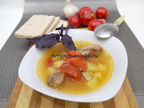 Низкоуглеводный суп с овощами на куриных лапках