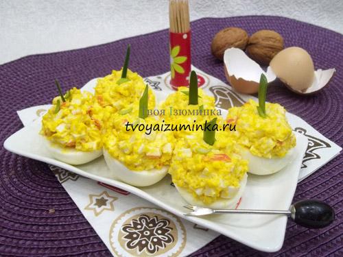 Яйца, фаршированные крабовыми палочками: пошаговый рецепт с фото