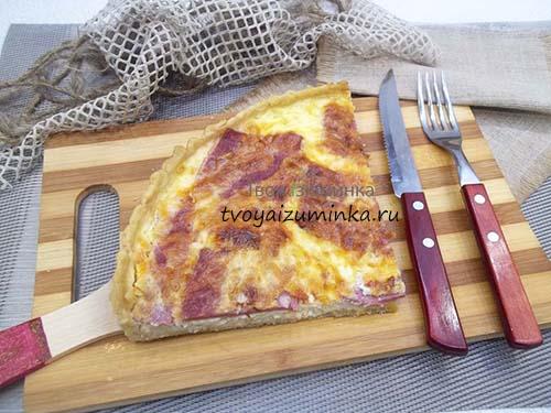 Лотарингский пирог с колбасой и сыром