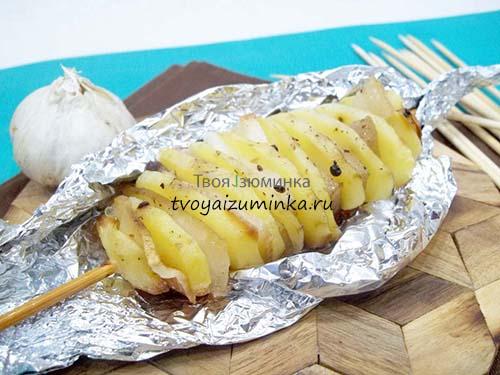 Шашлык из картошки с салом на шпажках рецепт в духовке