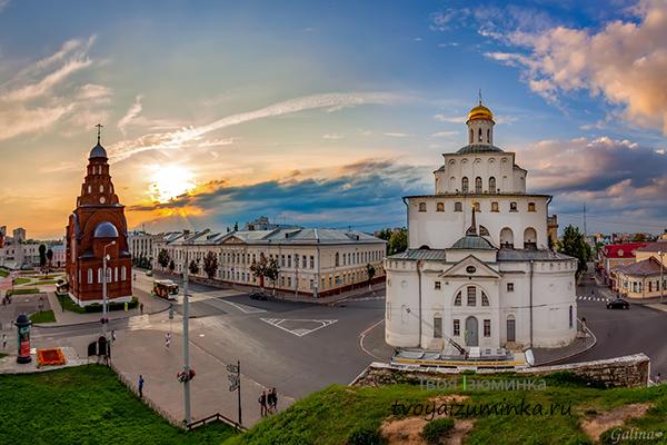 Золотые ворота и Троицкая церковь во Владимире.