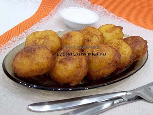 Готовые картофельные шарики.