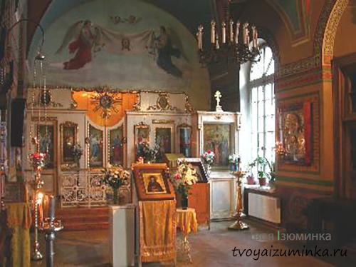 Иконостас в церкви Смоленской иконы Божьей матери.