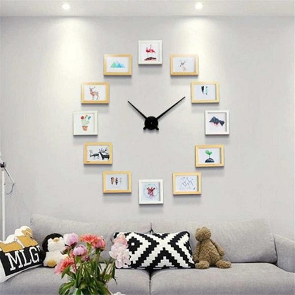 Фотографии на стене в виде часов