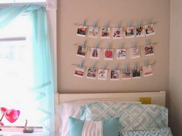 Фотографии на стене на декоративных прищепках.